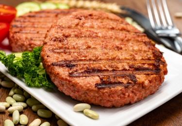 Bewerkte vleesvervangers meestal minder gezond dan dierlijke variant